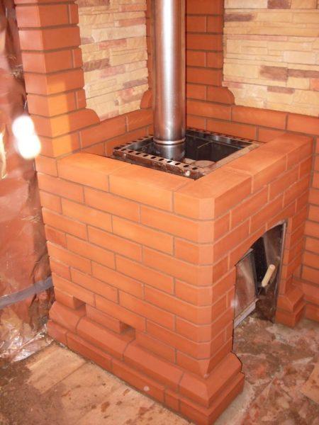 железная печь обложенная кирпичём