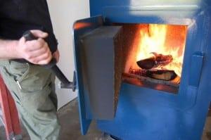 Как правильно топить котел углем