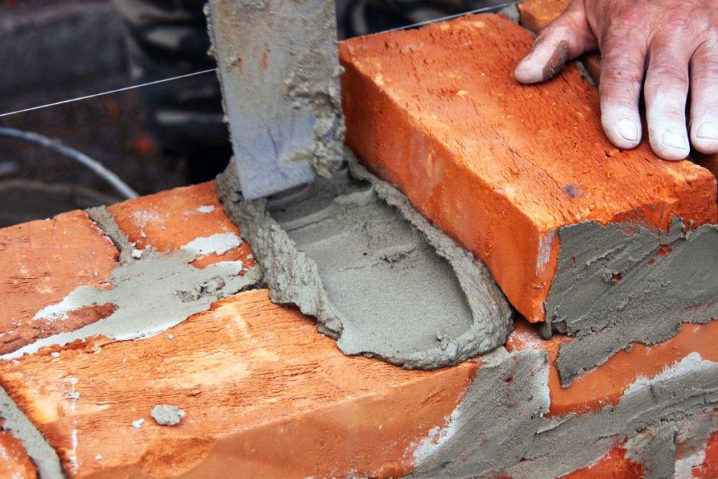 Кладка кирпича на цементный раство