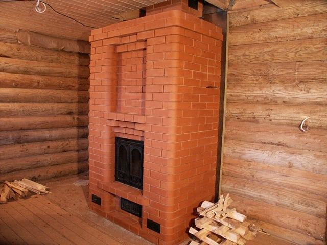 Отопительная печь в деревянном доме