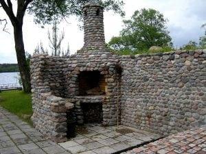 Печь-барбекю из камня