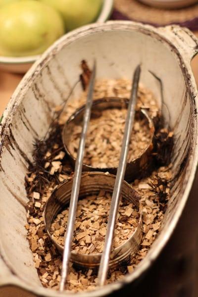 Сырье для копчения в утятнице
