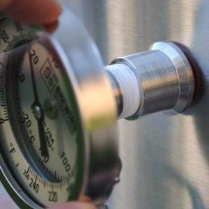 Установка термометра для коптильни