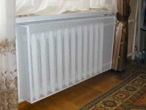 Металлическая решётка на радиатор