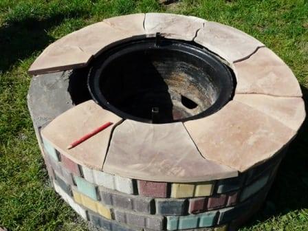 Обложенный камнем мангал из дисков