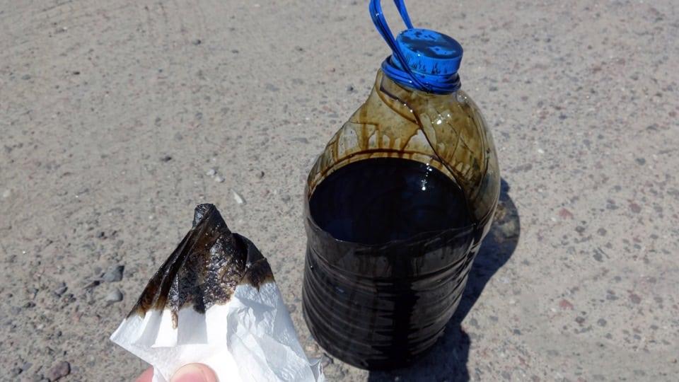 Слитое из обогревателя маслоjpg