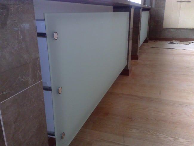 Стеклянный экран для радиаторов