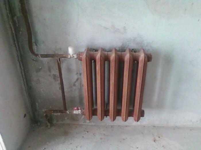 Радиатор на кронштейнах