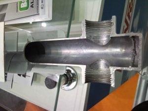 Секция биметаллического радиатора в разрезе