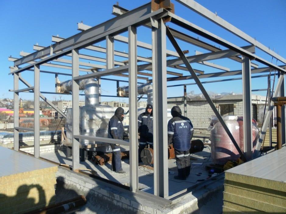 Каркас котельной на крыше здания